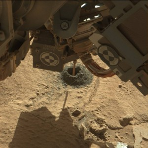 Curiosity robot makes its mark on Mars. Credit: Mast Camera (Mastcam) (MSSS-MALIN)