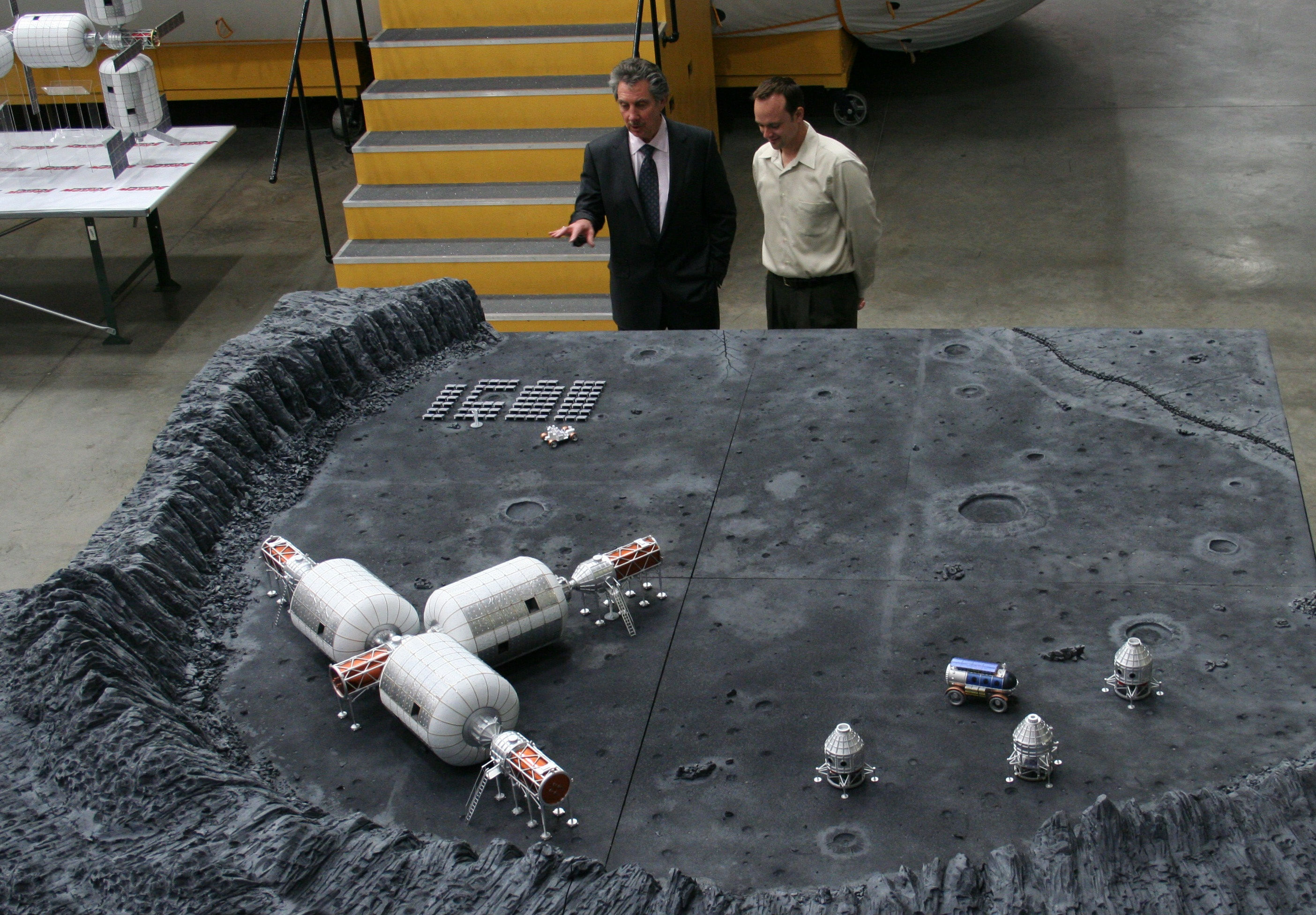Giving the Moon the Business: U.S. FAA Backs Bigelow