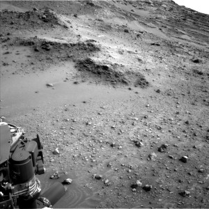 Image from tilting Curiosity rover, taken by Navcam: Left B on May 14 on Sol 984. Credit: NASA/JPL-Caltech
