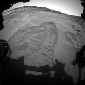 Curiosity image taken by the robot's Front Hazcam: Left B on May 14,Sol 984. Credit: NASA/JPL-Caltech