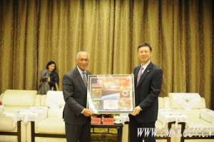 NASA chief, Charles Bolden, with Wang Zhaoyao, Director of the China Manned Space Agency, during meeting last November. Credit: CMSE