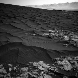 Curiosity Navcam Left B camera image taken on November 25, 2015, Sol 1174. Credit: NASA/JPL-Caltech