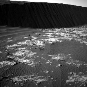 Curiosity's Navcam Right B snapped this image on Sol 1194, December 16, 2015. Credit: NASA/JPL-Caltech