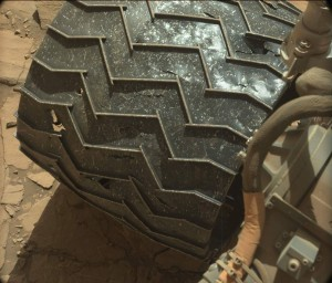 Self-inspection of its wheels. Curiosity's Mastcam Left snagged this image on Sol 1260, February 21, 2016 Credit: NASA/JPL-Caltech/MSSS