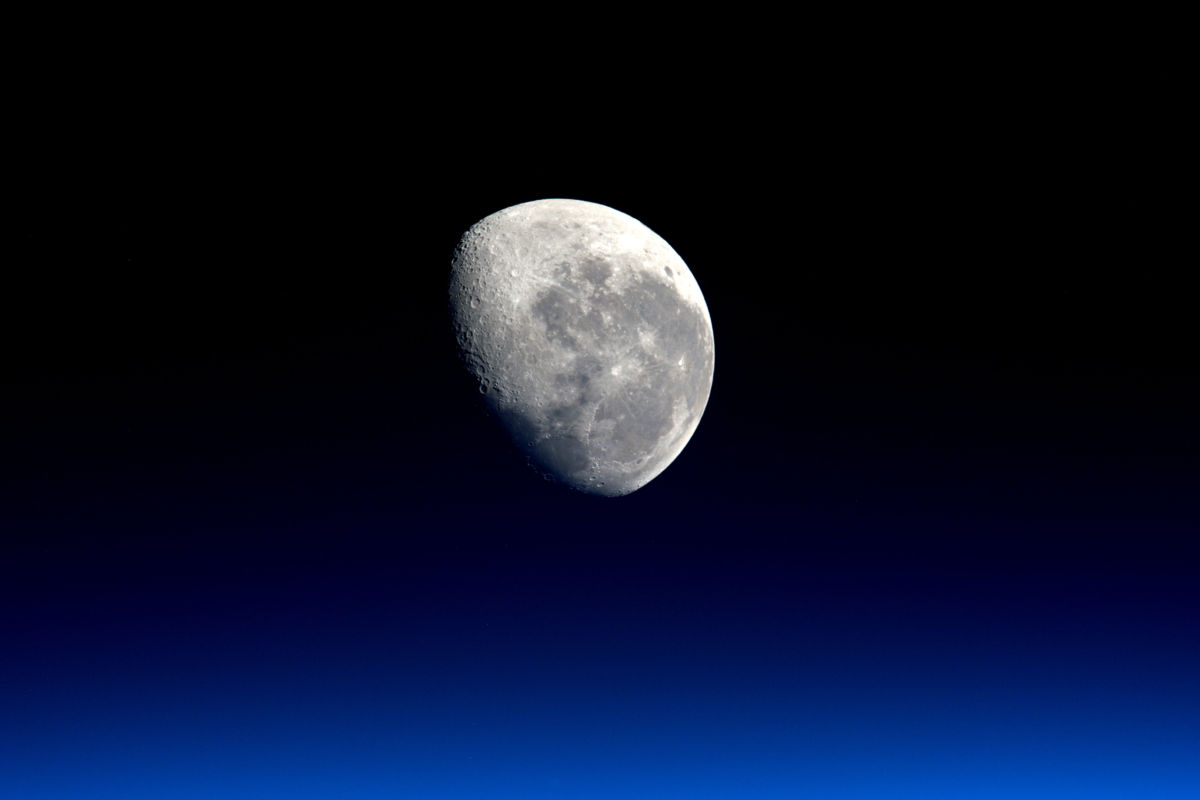 space science Earth and space science consists of eight one-hour video programs  accompanied by print and web materials that provide in-class activities and  homework.