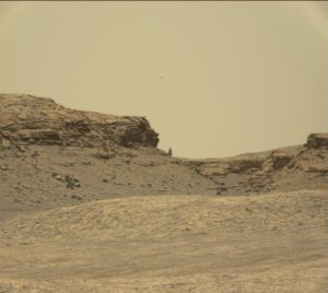 """Panorama of the """"Murray Buttes"""" shows a boulder that appears to be precariously balanced. Curiosity Mastcam Right image taken on Sol 1387 July 1, 2016. Credit: NASA/JPL-Caltech/MSSS"""