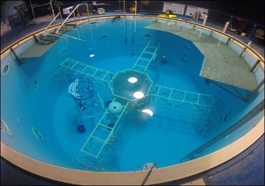 Single-Person Spacecraft: Neutral Buoyancy Tests