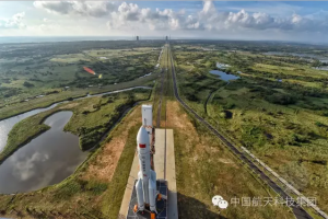 All is ready for maiden liftoff of China's new heavy-lift booster. Credit: CASC via GBTimes