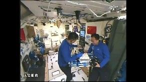 Shenzhou-11 crew onboard the Tiangong-2 space lab. Credit: CCTV-Plus